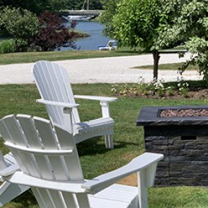 outdoor-firepit-at-the-cottages-at-cabot-cove-kennebunkport-maine